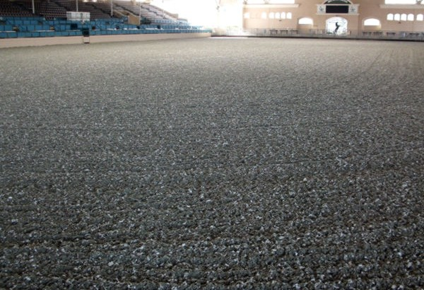 equine recycled rubber footing in horse arena rubber mulch equine footing - Black Rubber Mulch